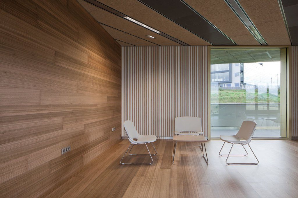 wood-flooring-on-the-wall