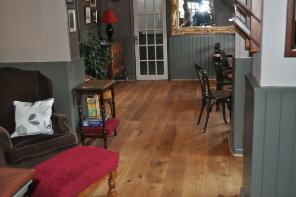 what-is-the-right-wood-flooring-for-restaurants-and-pubs